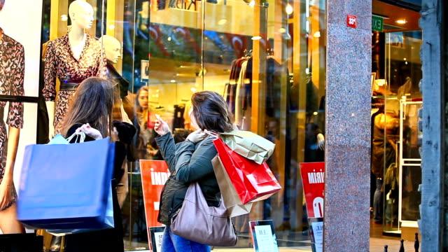 HD: Friends Window Shopping