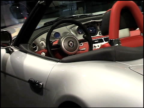 WS front passenger side threequarter view / CU steering wheel ZO to rear driver side threequarter view / WS passenger side profile / WS pan from...