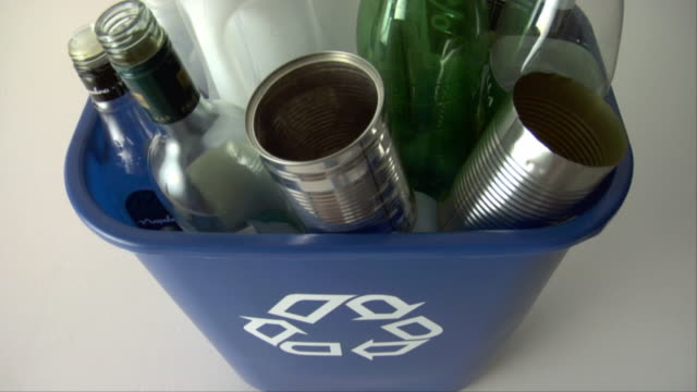 CU, HA, Full recycling bin