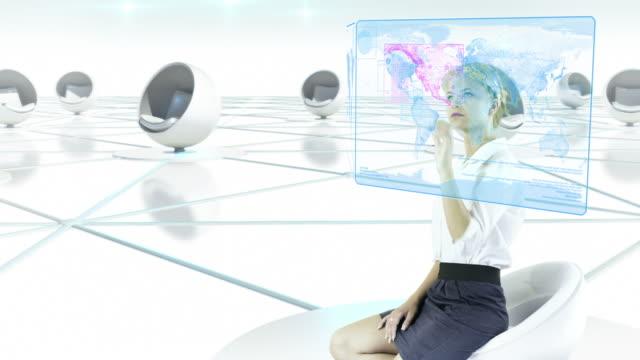 Futuristischen Touchscreen. Geschäftsfrau arbeiten.