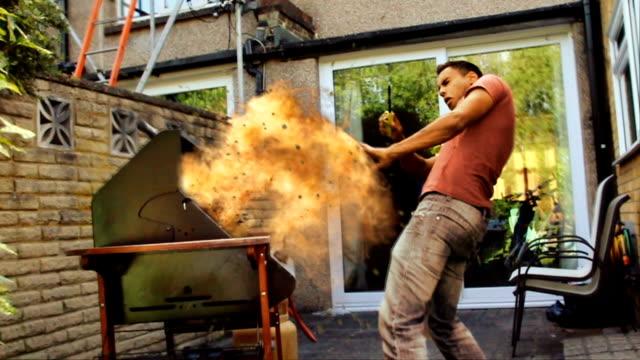 Esplosione di Gas.  Barbecue stagione sicurezza antincendio pericolo avvertenza di