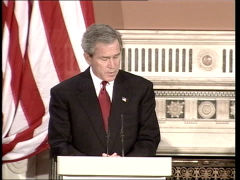 Response to terrorist attack ITN POOL ENGLAND London Westminster Abbey President George W Bush looking on as US soldiers lay wreath at tomb of the...