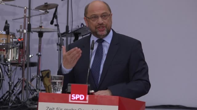 German Social Democratic candidate Martin Schulz has started his 2017 election campaign in Bremen