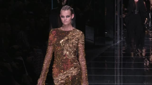 Gigi Hadid Kendall Jenner Elsa Hosk Lily Donaldson Cindy Bruna Sara Sampaio and more Models on the runway for the Balmain Ready To Wear fall winter...