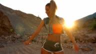 Meisje danser in het wild