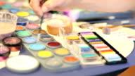 Mädchen Malen mit Farbe
