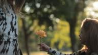 Mädchen mit einer Blume