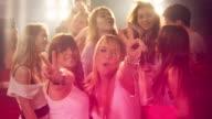 Mädchen, die Spaß in der disco