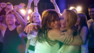 Ragazze divertirsi in una discoteca