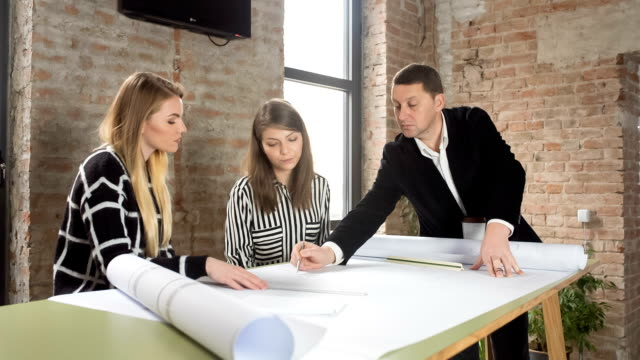 Die über architektonische Pläne und Zeichnungen
