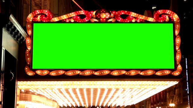 HD: Bandiera di lampadine luci di sfondo dorato con verde schermo