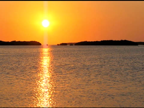 Golden Reflexionen im Sonnenuntergang