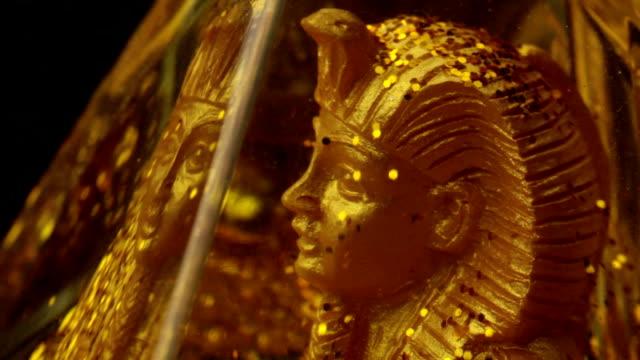Goldene statue des ägyptischen Pharaos