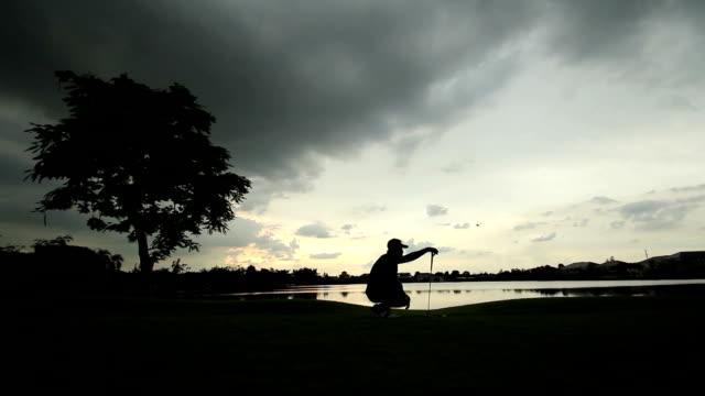 Golf al tramonto