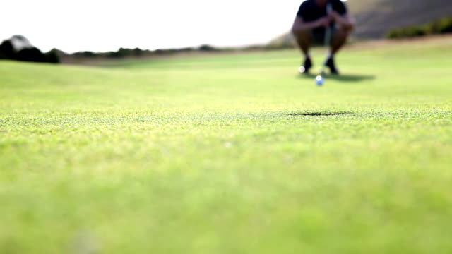 Golfer sinks the putt