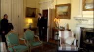 Gordon Brown and Qatar PM handshake at No10 ENGLAND London Downing Street No10 PHOTOGRAPHY*** Gordon Brown MP with Sheikh Hamad Bin Jassim Bin Jabr...