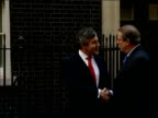 Gordon Brown press conference with Al Gore at Downing Street ENGLAND London Downing Street EXT Car pulls up outside No11 and Al Gore out and greeted...