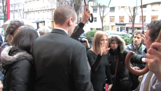 Gorgeous red hair 'Tree of life' movie star Jessica Chastain took a long time to pose with the fans in front of her hotel Georges V in Paris Jessica...