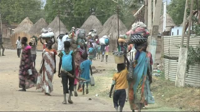 Government troops in South Sudan were advancing Monday on Bor the last state capital still in rebel hands as peace talks in neighbouring Ethiopia...