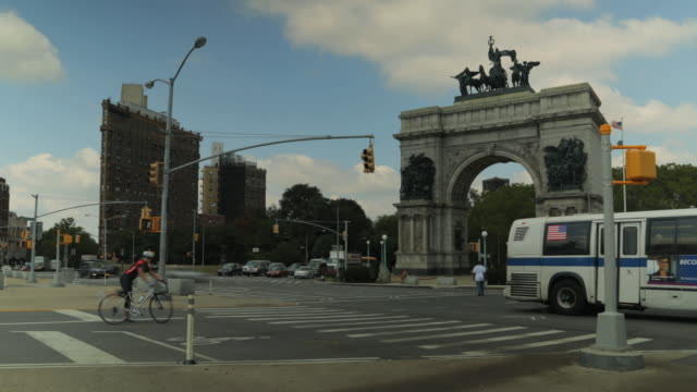 Grand Army Plaza, Prospect Park, Brooklyn looking west towards Soldiers' and Sailors' Arch.