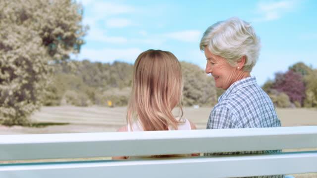SLO MO Enkelin Ruhen Sie sich auf diese Bilder der Schulter