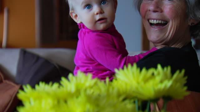 Großmutter und Enkelin 2