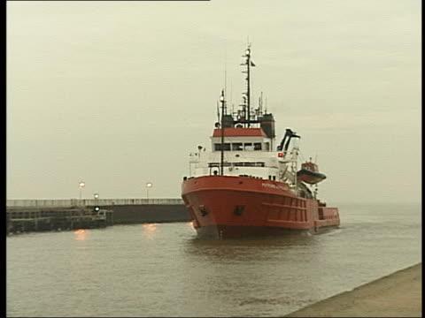 Great Yarmouth GVs Rescue ship towards into port