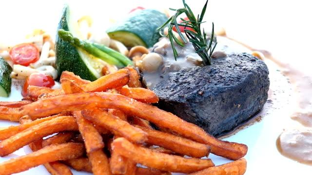 Grilled beef tenderloin meat with vegetable