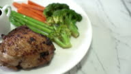 Gegrilde kip met plantaardige biefstuk