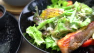 Gegrillter Lachs Salat