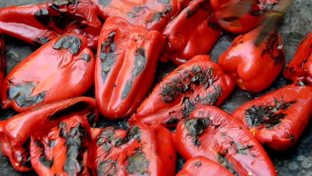 Rode paprika's grillen