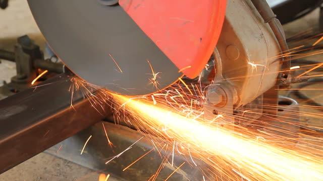Grinder skär stål