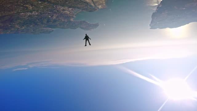 POV eine Gruppe von unter den Skydivern in der Luft
