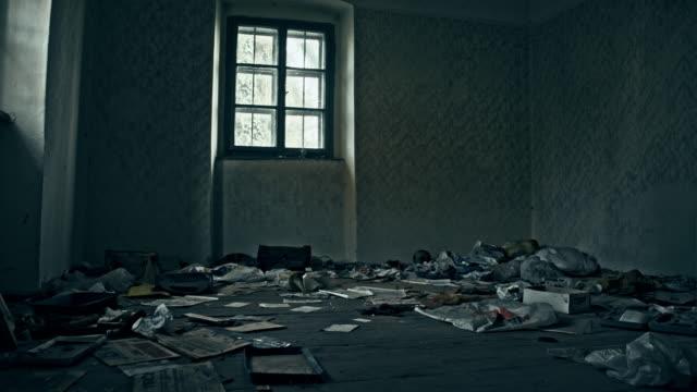Grungy resterna av övergivna huset