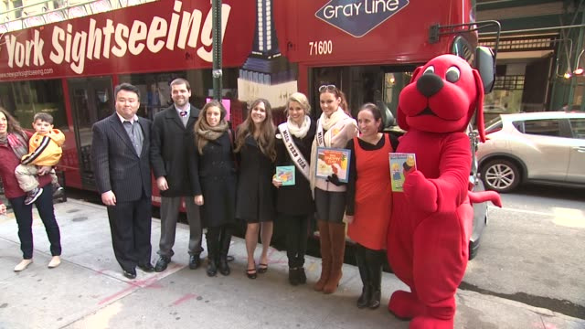 Guests Miss Teen USA Danielle Doty Miss USA Alyssa Campanella Clifford the Big Red Dog and Pam Allyn at 2012 World Read Aloud Day Celebration on...