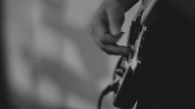 Gitarristen Spielen auf der Gitarre allein