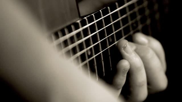 Gitarristen spielen Gitarre