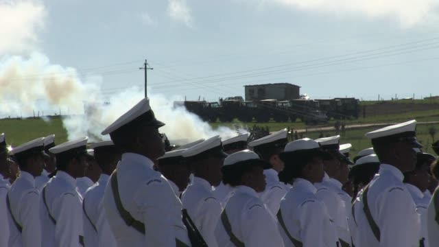 A 21 gun salute and full honour guard escorted the coffin of Nelson Mandela as his state funeral got underway Sunday in the rolling hills of his...