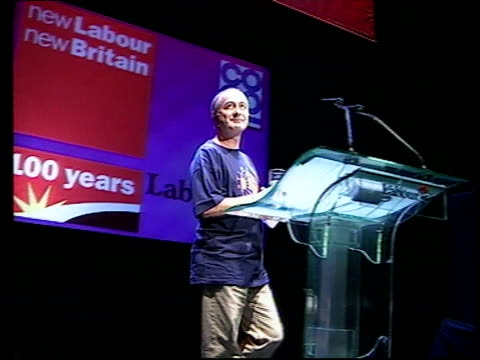INT GVs Actor Tony Robinson along stage to address crowd at Labour Party Conference CF = B0551878 OR Order Ref BSP230500010