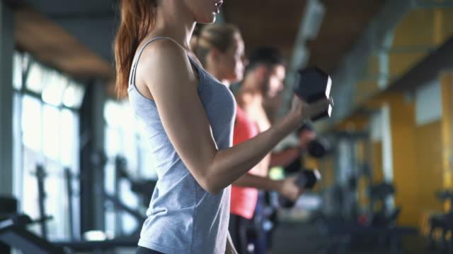 Fitnessraum trainieren.