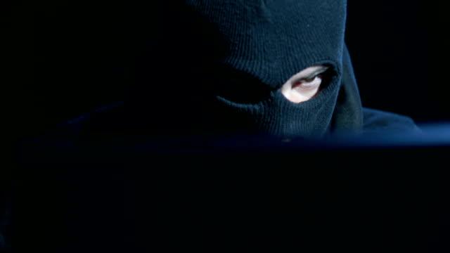 Hacker attackerande internet