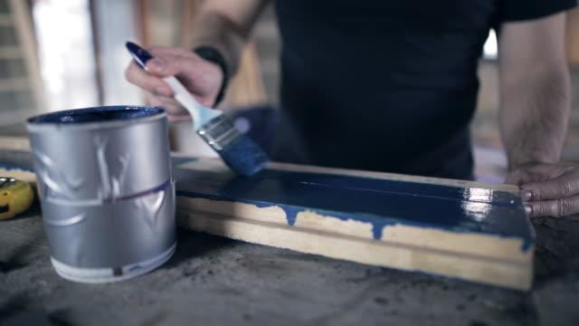 Half painted wooden -brett