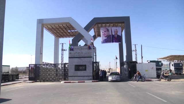 Hamas handed over control of the Gaza Strip's borders with Egypt and Israel to the Palestinian Authority on Wednesday in the first key test of a...