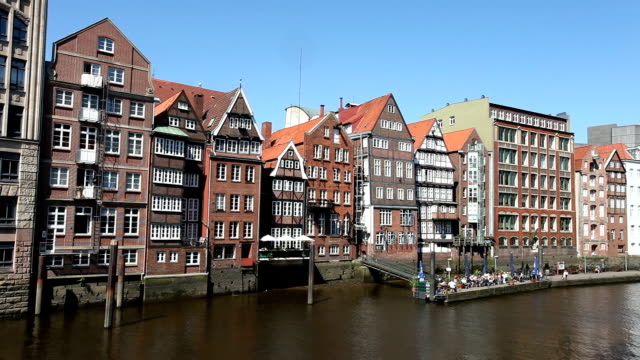 Hamburg – halb Holz-Haus auf der Vorderseite