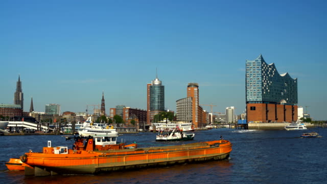 Hamburg Skyline with Elbphilharmonie, Realtime
