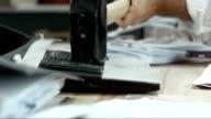SLO, MO, LD Hammer Zerstörung der laptop
