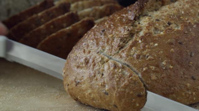 CU Hand cutting bread