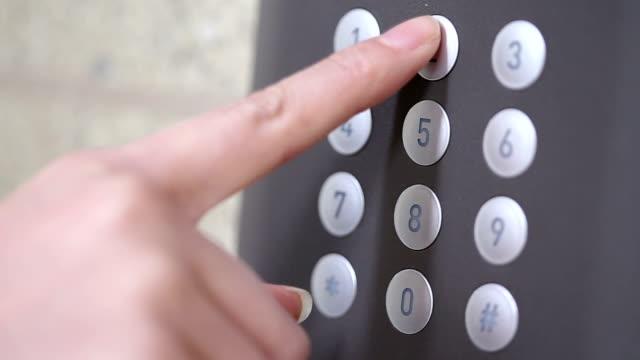 Hand geben Sie Ihr Passwort ein, um die moderne Eingang Sicherheit Gerät, Echtzeit.