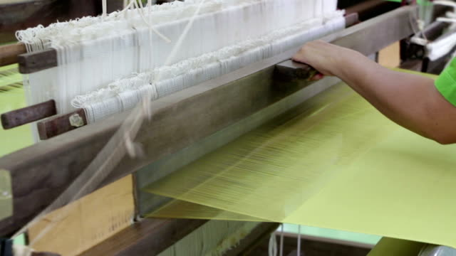 Hand_made_silk_weaving_full HD -