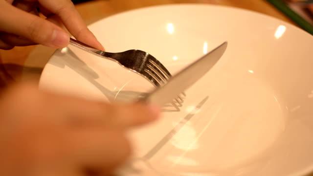 handen tijdens het diner